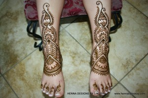 Henna for Tianyi legs and feet.
